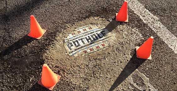 im Bachor: o artista que tapa os buracos das ruas de Chicago