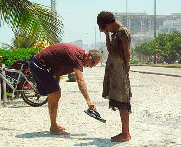 5 câu Kinh Thánh nói về ích lợi của việc bố thí cho người nghèo
